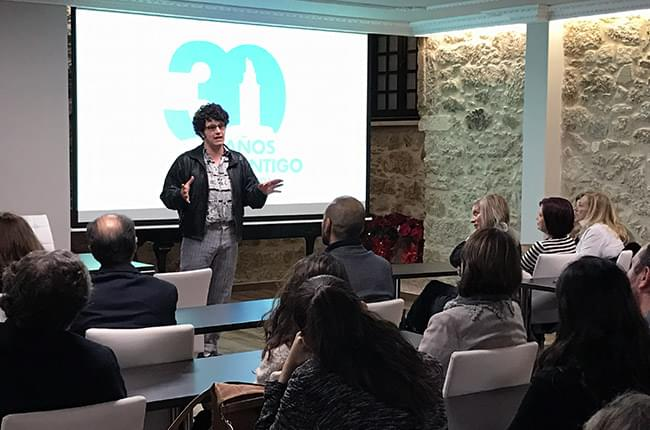Performance of the comedian and actor Touriñán in the 30th anniversary of Pardiñas Dental Clinic