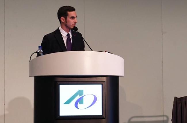 O Dr. Simón Pardiñas López asiste en Los Ángeles ao meeting anual da Academia de Osteointegración (AO) e entra a formar parte do Young Clinicians Committe (YCC)