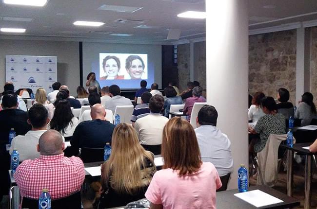 El 9 y 10 de septiembre, Sonia el Hakim impartió dos cursos de comunicación no verbal en las instalaciones de Fundación Clínica Pardiñas.