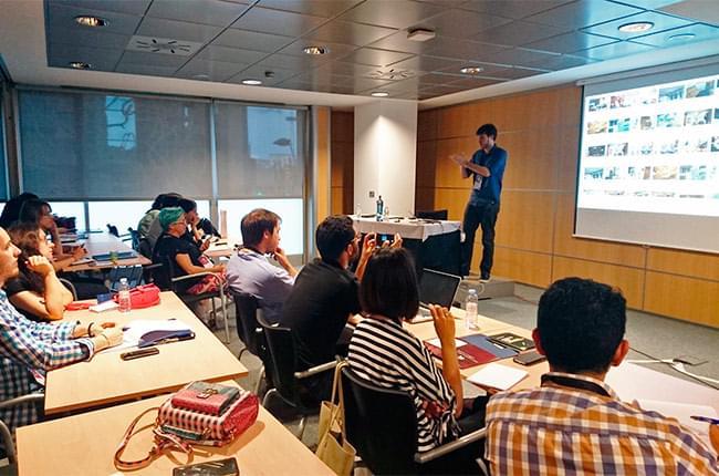 Sergio Otegui en el taller de Youtube para empresas en Congreso Web 2017