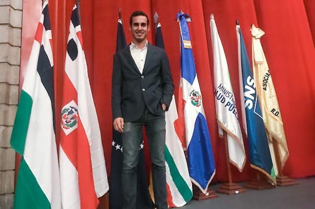 Dr. Pardiñas López poses at the International Dental Congress