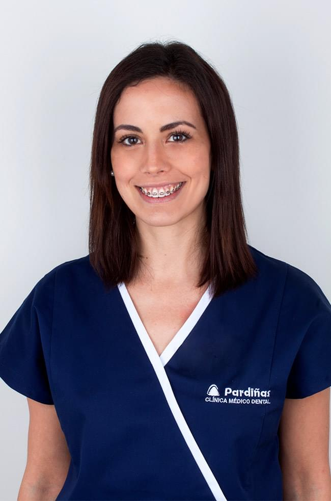 La Dra. Irene Méndez Manjón es especialista en Cirugía Oral, Implantología e Implantoprótesis.
