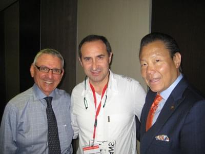 Dr. Pardiñas con el Dr. Myron Nevins y el Dr. Ernersto Lee