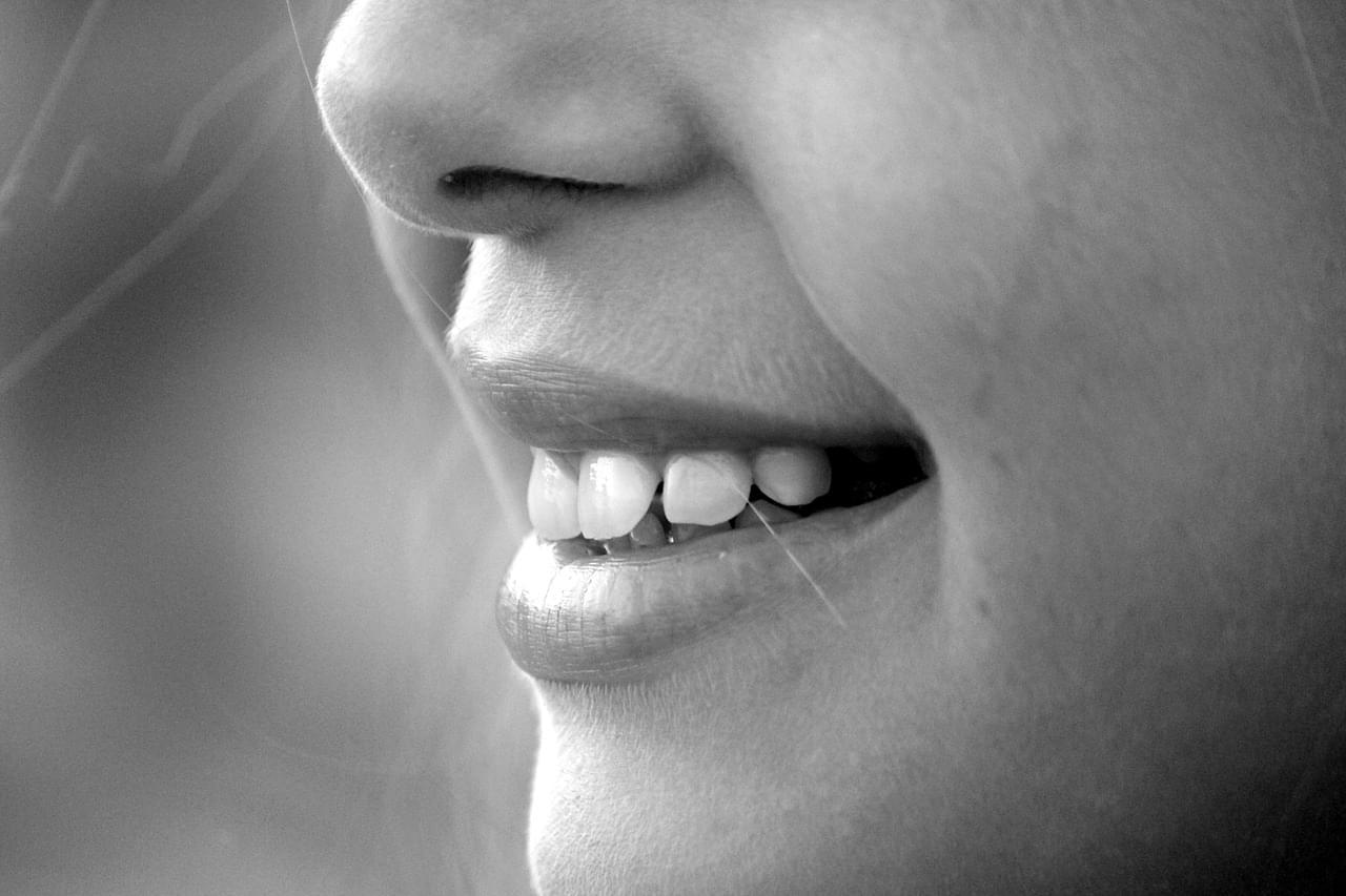 Ao longo da vida cambiamos todos os nosos dentes unha vez. Por que? Por que non quedamos sempre cos dentes de leite? Ou por que non volvemos cambialos máis adiante?