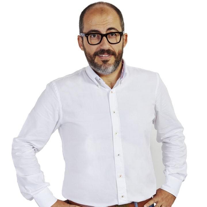 Dr. Alejandro Davila Fariñas: Subdirector Administrativo